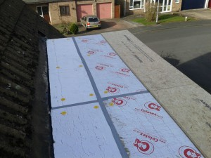 Once thge insulation sheets have been ladi and secured to the decking we can start installing our roof covering, Using interlocking OSB board we can ensure a flat roof covering that wont split over time.